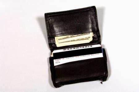 Open de portefeuille met geld en kaarten