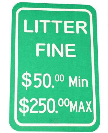 botar basura: Verde y blanco reflectante signo aislado no tirar basura en el fondo blanco