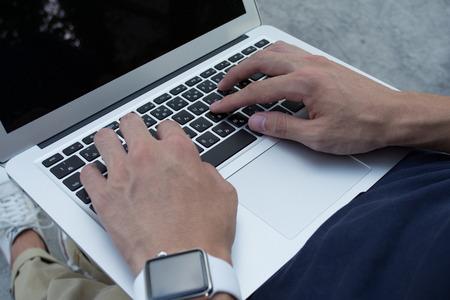 アジア系のビジネスマンは、pc とスマートな時計 写真素材