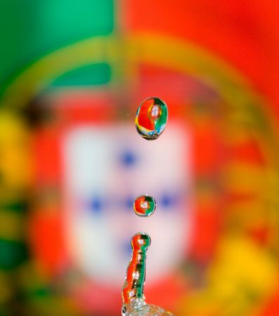 splutter: a water liquid form with a color background and the Portuguese flag