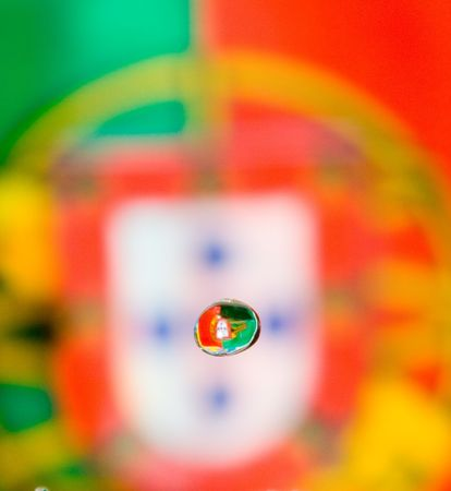 liquid state: a water liquid form with a color background and the Portuguese flag