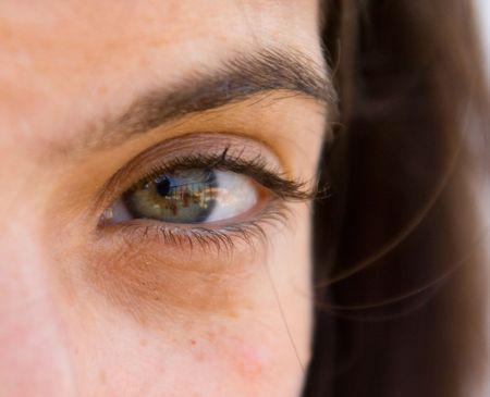 beautifull woman: The green eye of a beautifull woman