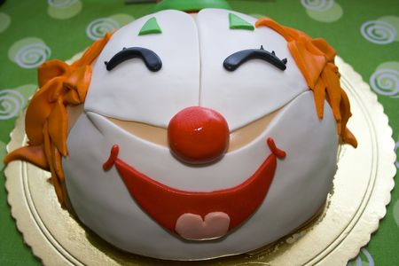 clowning: A beautifull party cake with a face of a clown