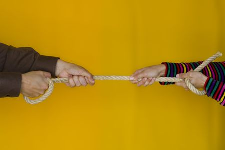 handhold: A man and a woman stretching a rope