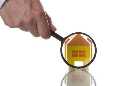 housing search: Trovare un nuovo concetto di casa (isolati su bianco)