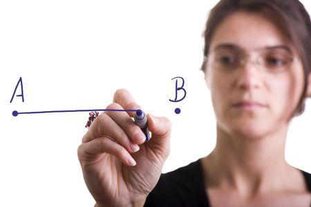 femme dessin: femme tirant une ligne du point A au point B (s�lective focus) Banque d'images