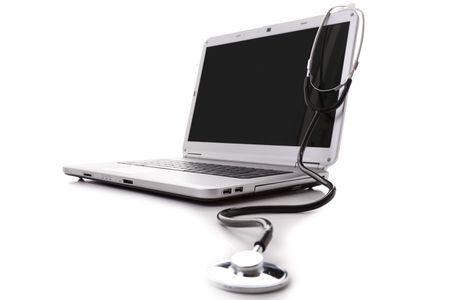 computer problems: portatile con uno stetoscopio per una buona manutenzione (attenzione selettiva)