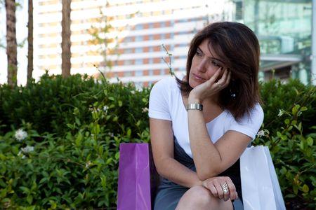 mirada triste: infeliz despu�s de las compras, algo muy extra�o