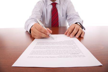 transaction: zakenman die de pen voor de ondertekening van een contract (selectieve focus) Stockfoto