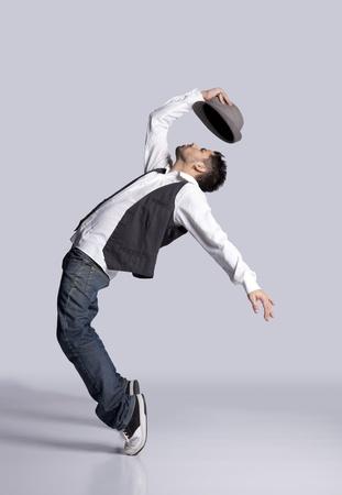 baile hip hop: Bailarín de hip-hop mostrando algunos movimientos Foto de archivo