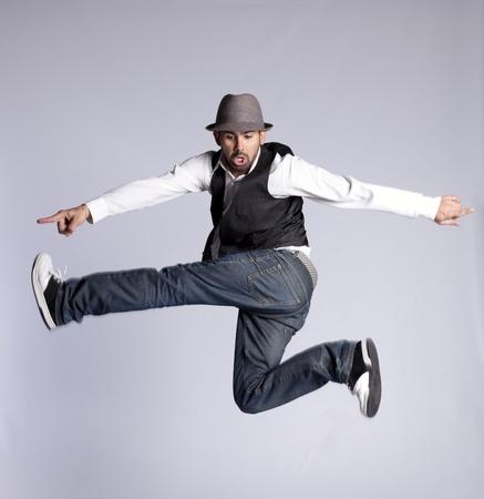 danza contemporanea: Bailarín de hip-hop mostrando algunos movimientos Foto de archivo
