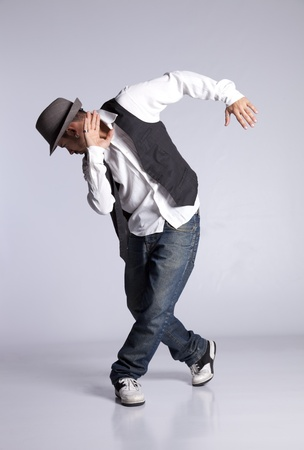 bailarin hombre: Bailarín de hip-hop mostrando algunos movimientos Foto de archivo