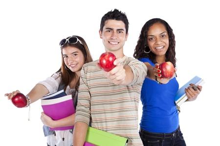 adolescencia: Tres estudiantes felices celebración de libros (aislados en blanco)