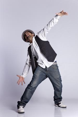 baile hip hop: Hip hop bailarín muestra algunos movimientos Foto de archivo