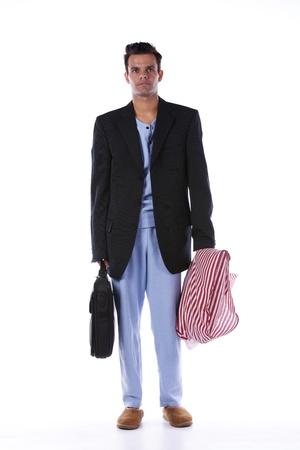 pantalones abajo: Hombre de negocios vestido con ropa de dormir (aislado en blanco)