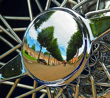 hubcaps: reflective hubcaps