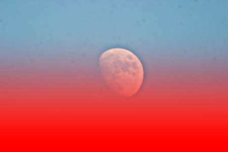 symbole: moon in blood-red area