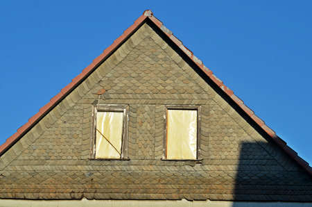 gable: gable with windows