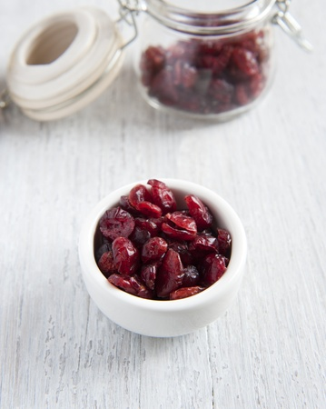 tabel: Dried Cranberries In A White Dish Stock Photo