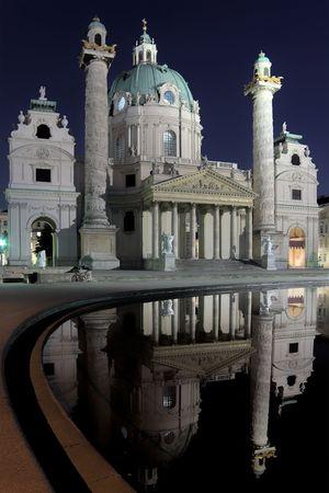 st charles: Cattedrale di San Carlo (Karlskirche) a Vienna.  Archivio Fotografico
