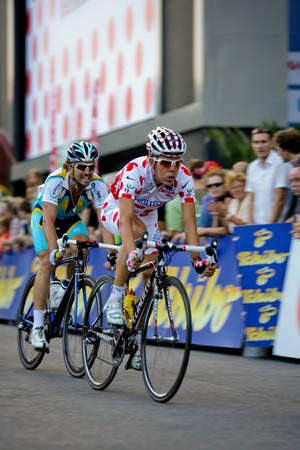 kohl: Vienna, Austria - August 1: The Rathauskriterium 2008 ends with a victory of Filippo Pozzato from Team Liquigas. Shown are Austrian riders Rene Haselbacher (back) and Bernhard Kohl (front).
