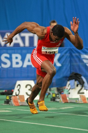 sports venue: Reuni�n de pista y campo interior internacional de Viena, AUSTRIA - el 3 de febrero: En Viena: Ryan Moseley, Austria, gana el evento de sprint de 60 m de los hombres.