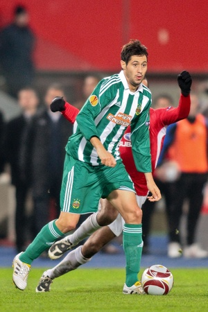VIENNA,  AUSTRIA - NOVEMBER 5 SK Rapid loses 0:3 to Hapoel Tel Aviv on November 5, 2009 in Vienna, Austria. Shown is midfielder Branko Boskovic (Rapid, #27). Stock Photo - 8465285