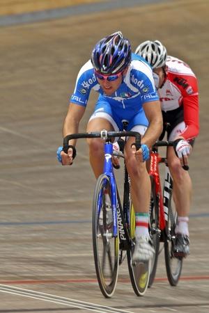 keirin: VIENNA, AUSTRIA - 11 gennaio indoor pista ciclistica riunione - Sonny Colbrelli (Italy, anteriore) posti decimo in gara punto maschile finale su 11 gennaio 2010 a Vienna.