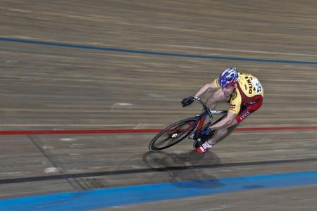 keirin: VIENNA, AUSTRIA - 12 gennaio indoor traccia riunione ciclismo - Adam Ptacnik (Repubblica ceca) posti a terzi in caso di sprint maschile il 12 gennaio 2010 a Vienna.