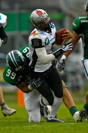 KORNEUBURG, AUSTRIA - MAY 8 Danube Dragons beat  Tirol Raiders in an AFL-season game 33-28 on May 8, 2010. Shown is QB Leon Jackson III (Raiders #5). Stock Photo - 8465188