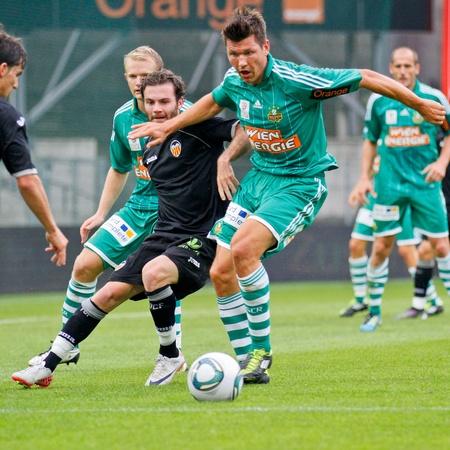 delito: Viena, AUSTRIA - el 26 de julio Markus Katzer (# 14, Rapid) lucha por el bal�n durante el partido de f�tbol amistoso el 26 de julio de 2011 en Viena, Austria. SK r�pido gana 4: 1.