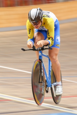 keirin: VIENNA, AUSTRIA - 28 settembre Ondrej Tkladec (Repubblica Ceca) compete nel caso in U23 a cronometro maschile di una riunione indoor cycling il 28 settembre 2012 a Vienna, Austria.