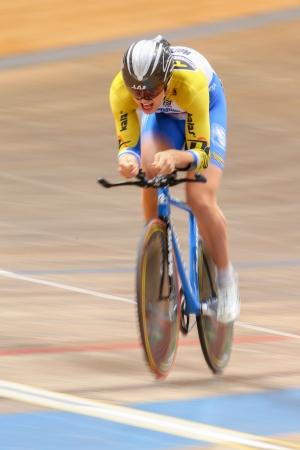 keirin: VIENNA, AUSTRIA - 28 settembre Ondrej Tkladec (Repubblica Ceca) compete in caso cronometro U23 maschile di una riunione indoor cycling il 28 settembre 2012 a Vienna, Austria.
