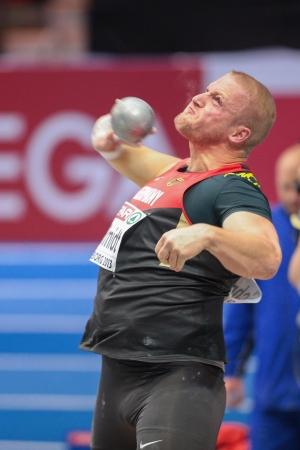 shot put: Gotemburgo, Suecia - 01 de marzo Marco Schmidt (Alemania) coloca s�ptimo en el lanzamiento de peso masculino puso final en el Campeonato de atletismo de Europa en pista cubierta el 1 de marzo de 2013 en Gotemburgo, Suecia. Editorial