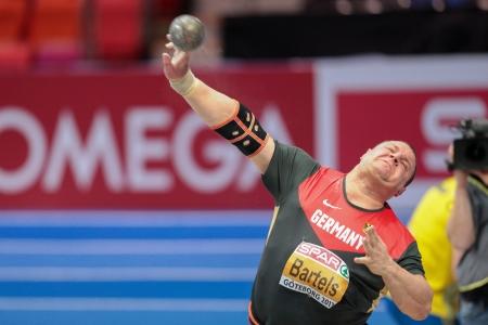 shot put: Gotemburgo, Suecia - 01 de marzo Ralf Bartels (Alemania) coloca cuarto en el lanzamiento de peso masculino puesto final en el Campeonato de Europa de Atletismo Indoor el 1 de marzo de 2013, de Gotemburgo, Suecia.