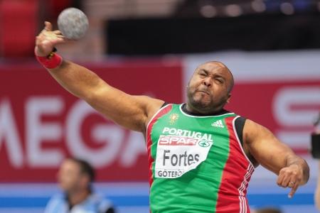lancio del peso: Gothenburg, Svezia - 1 Marzo Marco Fortes (Portogallo) 5 � posto nella ripresa gli uomini messi finale durante il Campionato Indoor di atletica europea il 1 marzo 2013 a G�teborg, in Svezia.