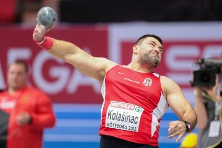 shot put: Gotemburgo, Suecia - 01 de marzo Asmir Kolasnic (Serbia) ha sufrido lanzamiento de peso masculino puso final en el Campeonato de Europa de atletismo en pista cubierta el 1 de marzo de 2013 en Gotemburgo, Suecia.