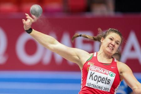shot put: Gotemburgo, Suecia - 03 de marzo Alena Kopets (Bielorrusia) lugares tercero en tiro de la mujer puso final en el Campeonato de Europa de atletismo en pista cubierta el 3 de marzo de 2013 en Gotemburgo, Suecia.