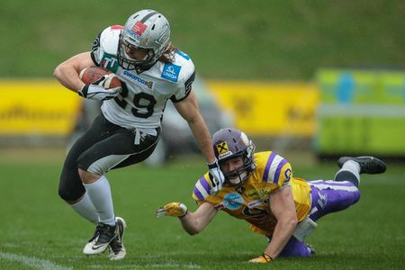 afl: VIENNA, AUSTRIA - MARCH 23, 2014: RB Andreas Hofbauer (#29 Raiders) runs with the ball in an AFL football game. Editorial
