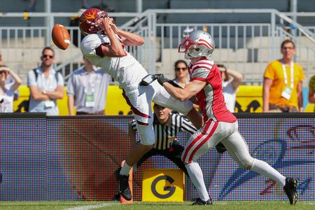 fails: VIENNA, AUSTRIA - MAY 26, 2014: WR Tyler Stanek (#9 Claremont McKenna) fails to catch the ball. Editorial