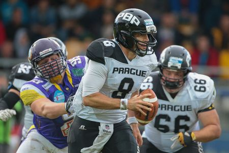 kyle: VIENNA, AUSTRIA - JUNE 20, 2015: QB Kyle Newhall Caballero (#8 Panthers) runs with the ball in a game of the Austrian Football League.