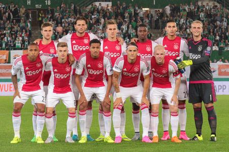 europa: VIENNA, AUSTRIA - JULY 29, 2015: The Team of Ajax Amsterdam poses before an UEFA Champions League qualification game. Editorial