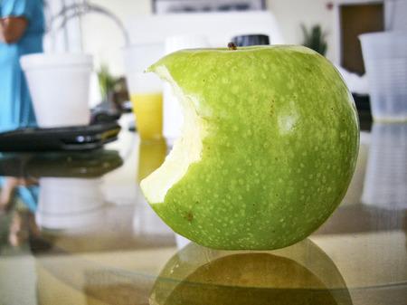 luscious green apple bite healthy fruit 版權商用圖片