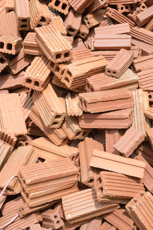 materiales de construccion: Nuevos ladrillos mont�culo listo para la construcci�n.