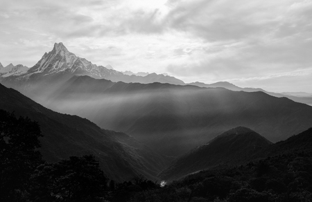 View of the himalayan peak the 6993 ms. mount Machhapuchhare-Fish Tail, Nepal. Black and White. Standard-Bild