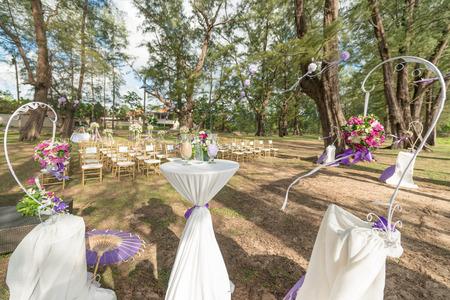 Hochzeit Dekorationen und Anordnung, Blumen, Hochzeit Sand Zeremonie. selektiven Fokus. Standard-Bild - 60100778
