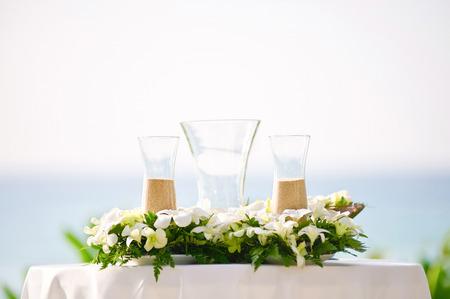 Hochzeitsdekorationen und -arrangements, Blumen, Hochzeitssandzeremonie. selektiver Fokus. Standard-Bild - 62466331