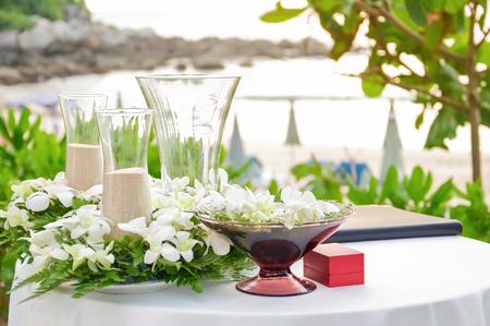 Hochzeit Dekorationen und Anordnung, Blumen, Hochzeit Sand Zeremonie. selektiven Fokus. Standard-Bild - 62466886