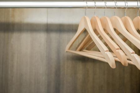 Kleiderbügel Kleiderschrank. Kopieren Sie Raum. Standard-Bild - 62466947