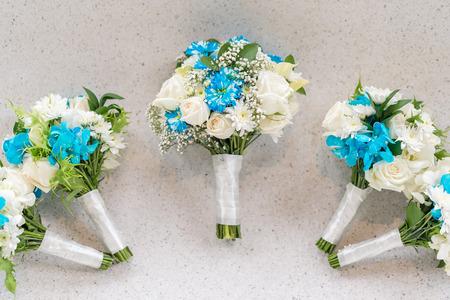 Boeket van het huwelijk wit-blauw thema voor de bruid en bruidsmeisje